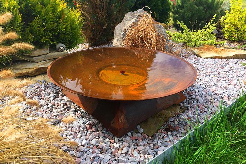 Zahradní ohniště Corona jako vodní prvek