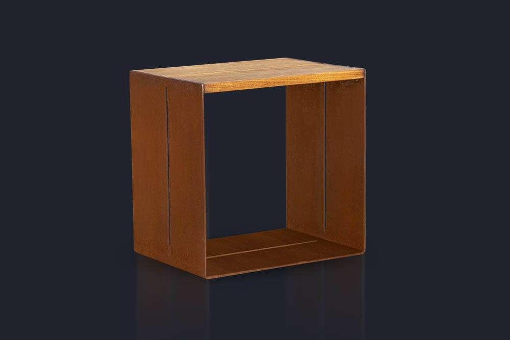 Stolička z Corten oceli
